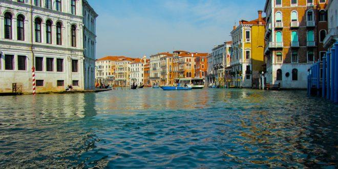 Venezia in barca